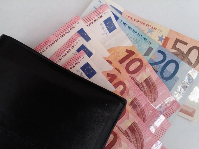 eurobankovky a peněženka