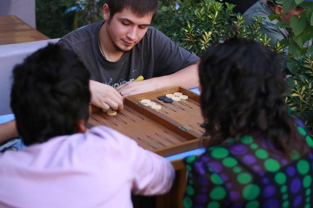 Lidé hrající hry